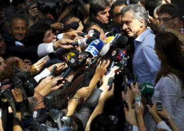 Macri victory signals shift to the right in Argentina
