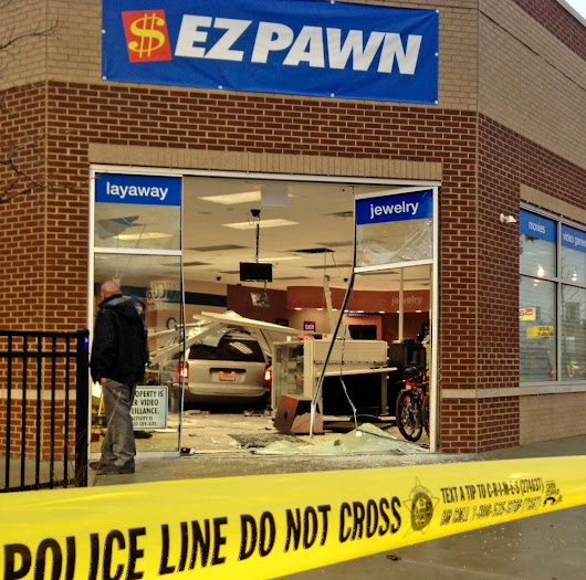 Crash-and-grab robbers hit Chicago storefronts - The Portland Press Herald / Maine Sunday Telegram