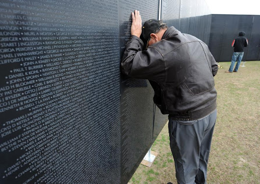 Thousands visit traveling replica of Vietnam Veterans Memorial during its stop in Killeen