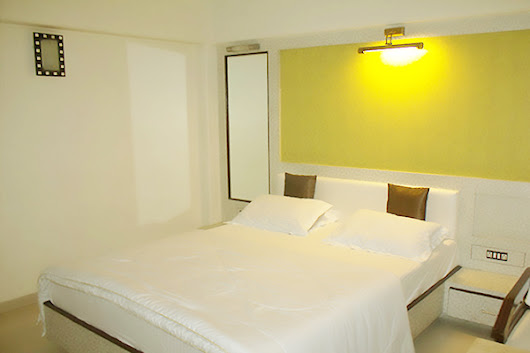 deluxe rooms in vashi | deluxe rooms near Sanpada Station