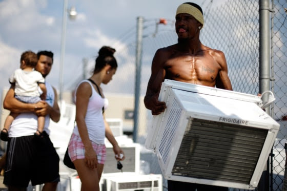 Image of Salesman Lu Pichardo with an air conditioner