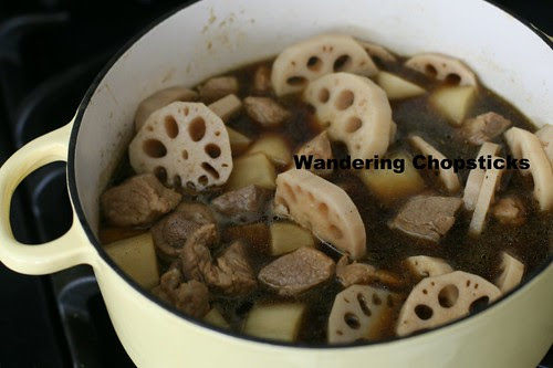 Thit Heo Kho Cu Cai Trang Cu Sen (Vietnamese Braised Pork with Daikon and Lotus Roots) 10