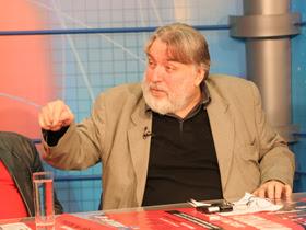 Păunescu demisionează din comisia senatorială de anchetă a activităţii ICR