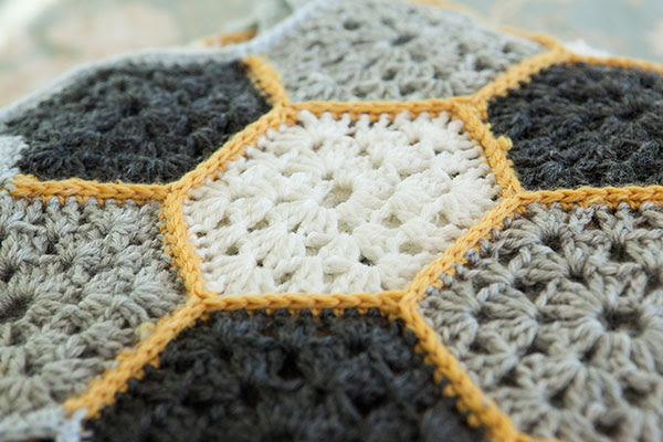 Busy Bee Throw -Crochet Pattern