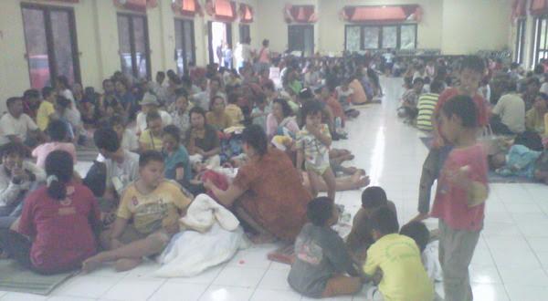Warga Desa Bali Nuraga berada di pengungsian  (foto: Tri Purna Jaya/Okezone)