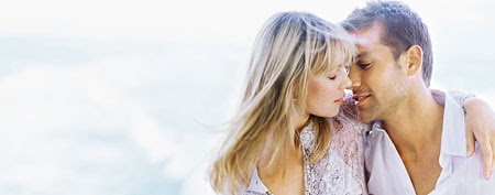 How women want to be kissed (Thinkstock)