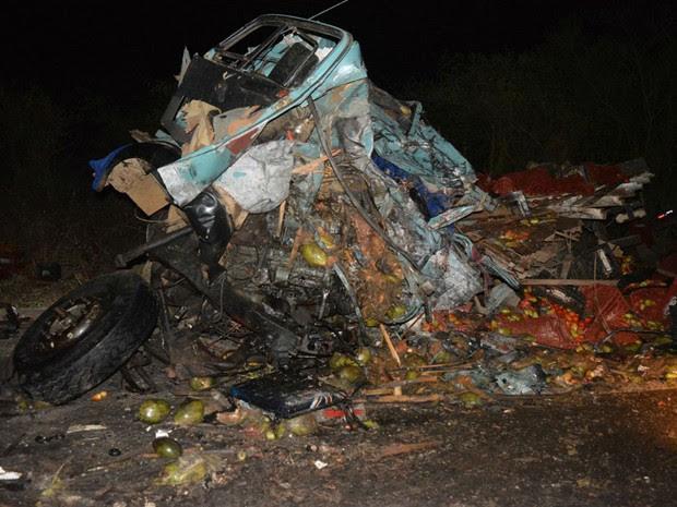 Caminhões colidiram em trecho da BR-307, na Bahia (Foto: João Carvalho / Portal Jaguarari)