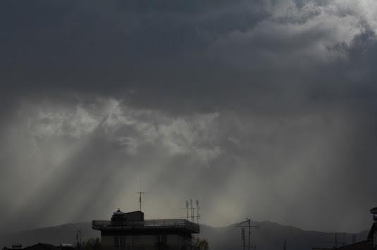 Καιρός: Καταιγίδες και χαλάζι – Πάρτε ομπρέλα