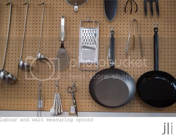 labour and wait measuring spoons