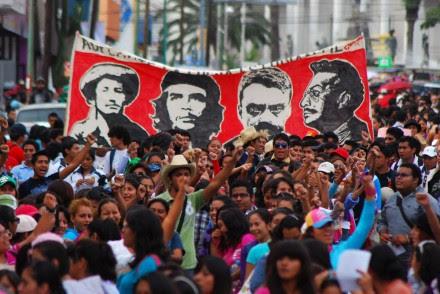 Integrantes de la sección 22 del SNTE protestan en Oaxaca. Foto: Jesús Cruz
