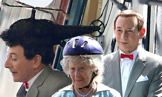 Paul Reubens dons helicopter hairpiece on Pee-wee's Big Holiday set