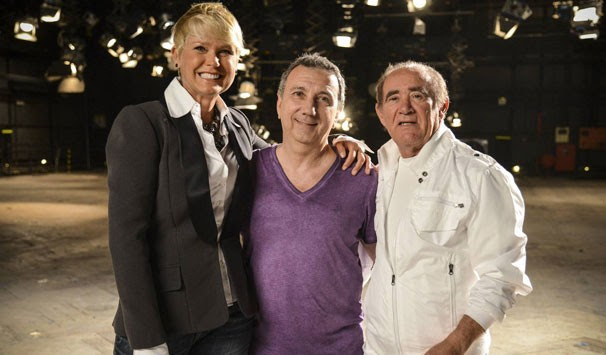 O diretor João Daniel Tikhomiroff entre Xuxa e Renato Aragão (Foto: Raphael Dias/ TV Globo)