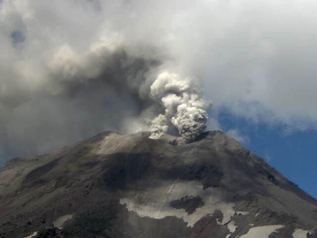 CHILE EN ALERTA POR AUMENTO DE ACTIVIDAD DE VOLCAN NEVADOS DE CHILLAN