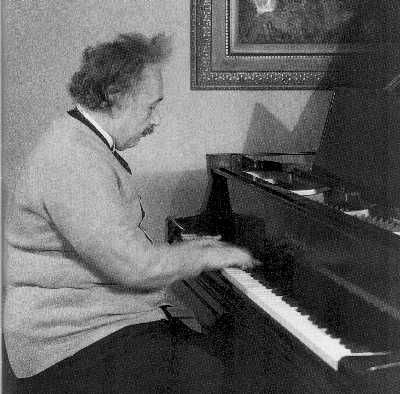 Einstein On Creative Thinking: Music and the Intuitive Art of Scientific Imagination
