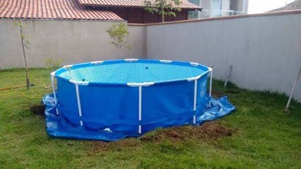 Creative Ideas - DIY Above Ground Swimming Pool With Pallet Deck 1