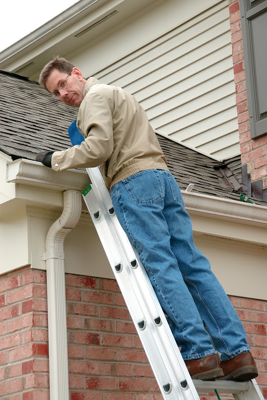 4 Warning Signs That Tell You It's Time to Call Professional Roofers