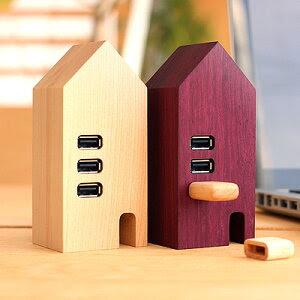 ■【送料無料】北欧の街並みを想像させる小さなお家。天然無垢材を贅沢に使用した木製USBハブ「USB Hub House」