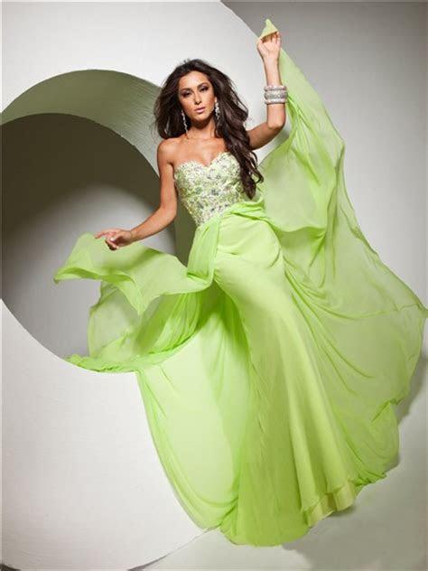 cute flowy sweetheart floor length lime green chiffon prom