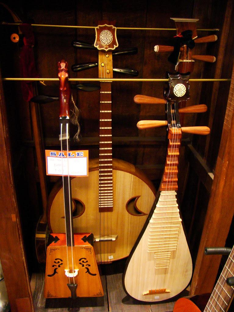 DSC03103 Clarion Music Center string instruments