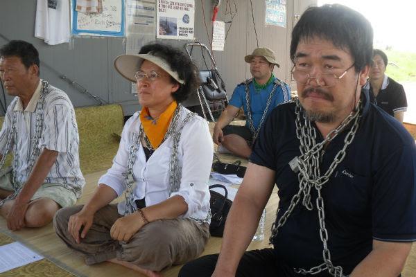 2011-08-30-joneschainedjeju.jpg