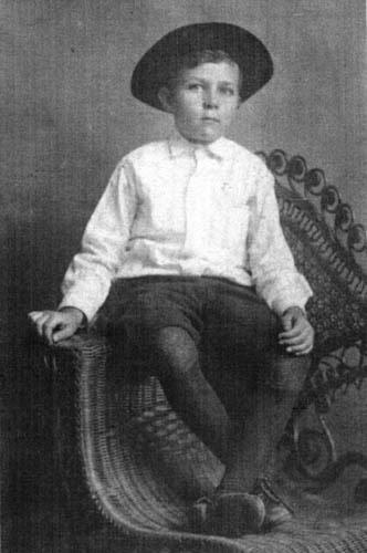 File:Robert E. Howard in 1911.jpg