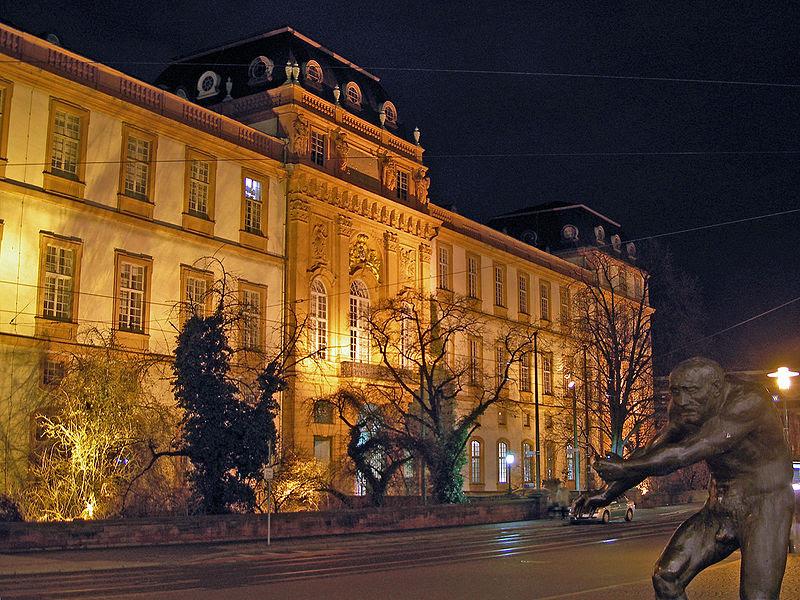 Archivo:Darmstadt-Schloss Marktplatz.jpg