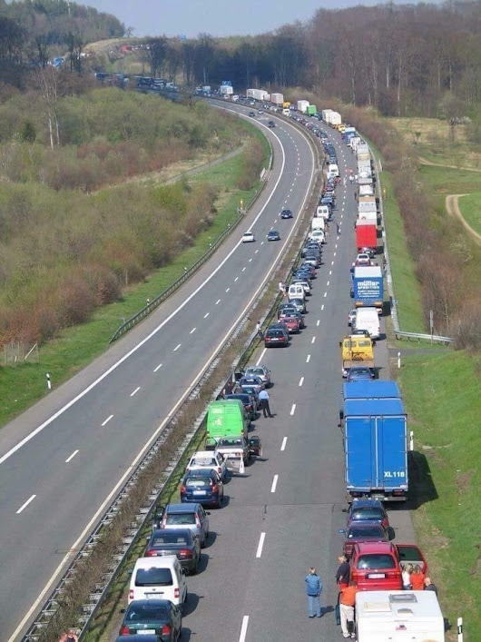 r/pics - When traffic comes to a complete stop in Germany, the drivers, (by law) must move towards the edge of each side to create an open lane for emergency vehicles.