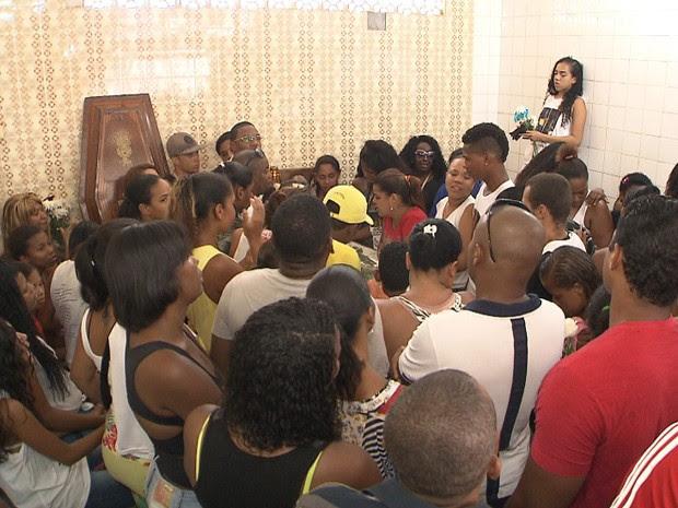 Enterro Adolescente Bahia (Foto: Reprodução/TV Bahia)