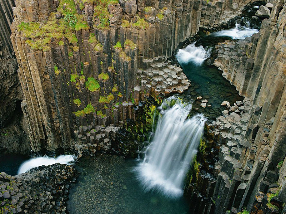 http://www.demilked.com/magazine/wp-content/uploads/2014/06/nordic-landscape-nature-photography-iceland-37.jpg