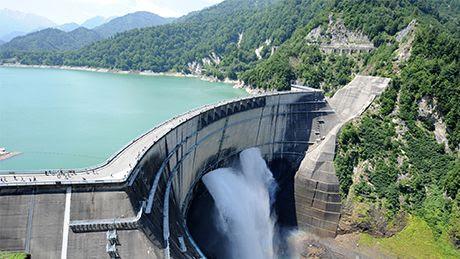 黒部ダムの「観光放水」