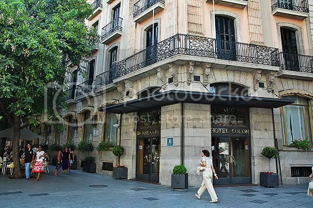 Colon Hotel in front of Barcelona Cathedral [enlarge]