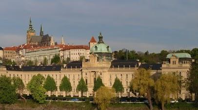 «Способ напомнить о себе»: почему чешская оппозиция пытается отстранить от власти премьер-министра и президента