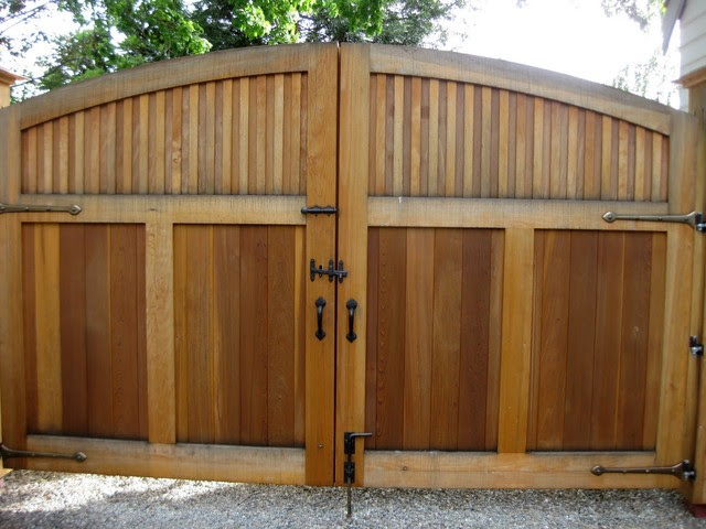 double door wood gate design  | 600 x 471