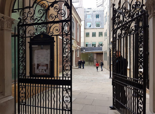 A lunch break tour of Bevis Marks Synagogue