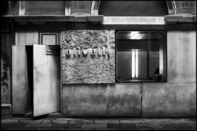 carlo scarpa @ olivetti showroom - venice [1957 - 1958] #15