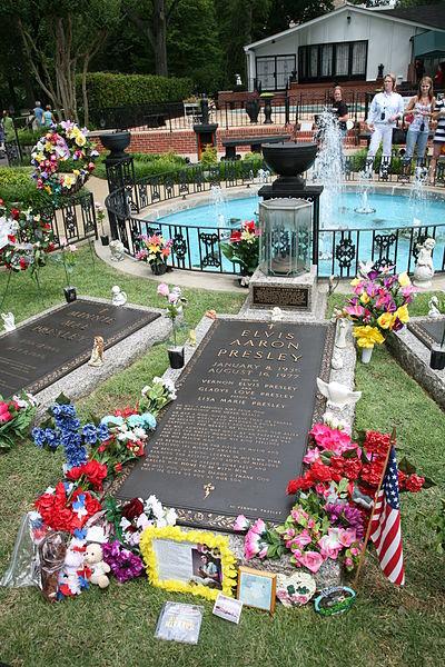 File:Elvis grave Graceland.jpg