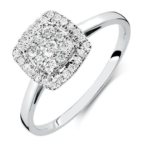 Engagement Ring with 0.33 Carat TW of Diamonds in 10kt