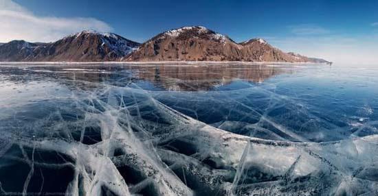 Παγωμένη λίμνη Baikal στη Σιβηρία (3)
