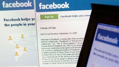 Teen advocacy groups ask FTC to block Facebook privacy changes