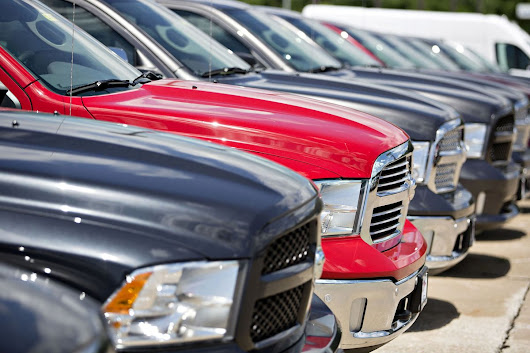 Car Dealers Dodge Retail Doomsday as Black Friday Buoys Sales - Bloomberg