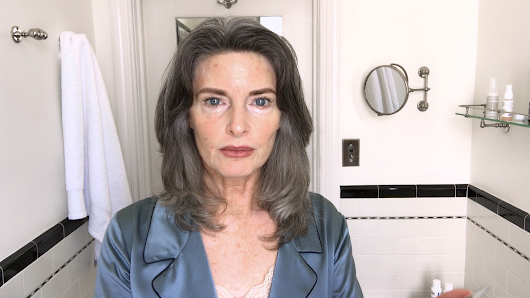 Watch This '80s Supermodel's Spectacular Age-Defying Beauty Routine