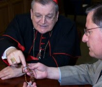 Cardinal-Burke-with-rosary-768x474