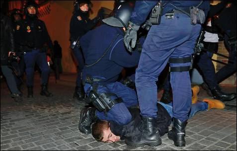 Detención de un manifestante durante la convocatoria del pasado 23 de febrero.