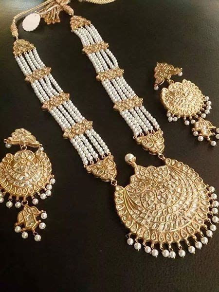 Pakistani Jewelry ?? for more follow on INSTA @love ushi