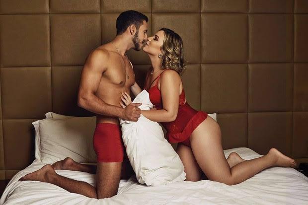 Ex-BBBs Matheus e Cacau em ensaio de roupa íntima (Foto: Reprodução/Instagram/Romance Brazil)