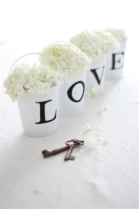 22 Eye Catching & Inexpensive DIY Wedding Centerpieces