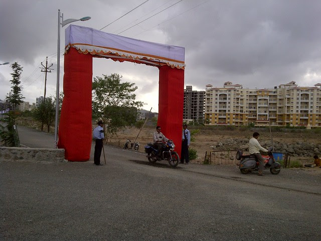Paranjape Schemes' Athashri Baner & Welcome Arch of Amit's Sereno, 2 BHK & 3 BHK Flats near Pancard Clubs, Baner Pune 411045
