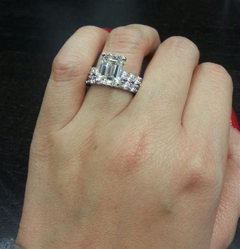 Celebrity style dream ring! 3.50 ct emerald cut diamond