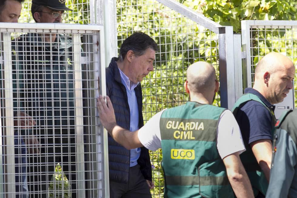 Ignacio González es conducido del cuartel de la Guardia Civil en Tres Cantos (Madrid) a la Audiencia Nacional.