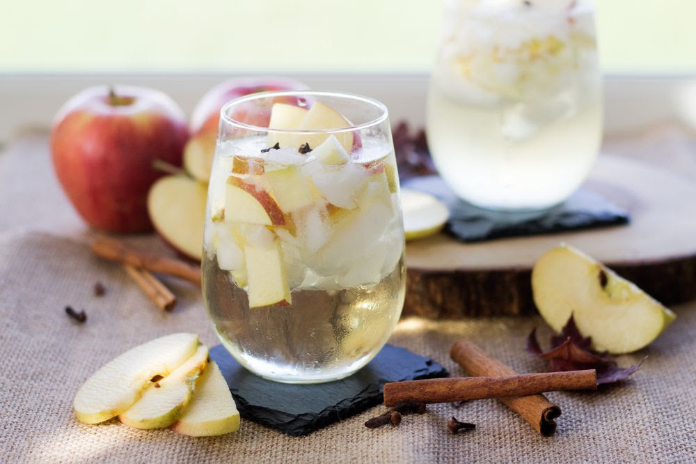 spiced-apple-sangria-jennifer-meyering